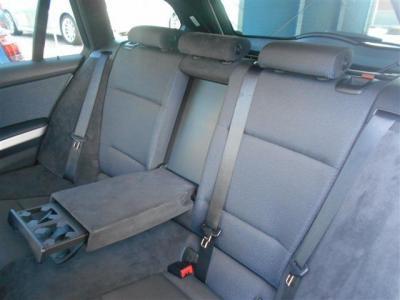 後席には肘かけ&ドリンクホルダー、コンソール部には後席用のエアコン吹き出し口も完備されています!左右共にISOFIX式チャイルドシート対応!