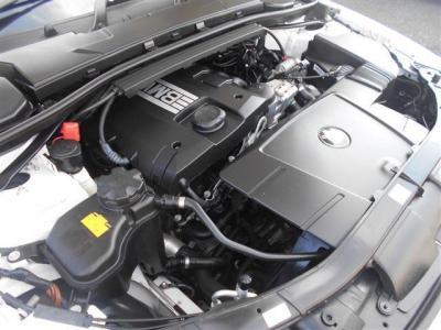 直列4気筒2,000ccのエンジンは、最高出力170ps、最大トルク21.4kg・m/4250rpm!老けあがりのいいエンジンはさすがBMWといったところです!