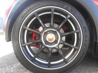足元には社外17インチのアルミアルミ!黒い10本スポークが足元を引き締めます!タイヤ溝もまだまだ残っており使用可能です!