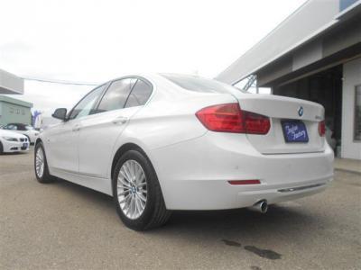 アルピンホワイトが多い中、珍しいミネラルホワイトの車体です!パールがとても綺麗です!
