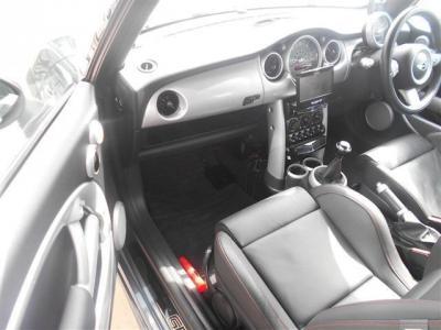 助手席は運転席よりさらに広くなっているので、同乗者に疲れを感じさせません!
