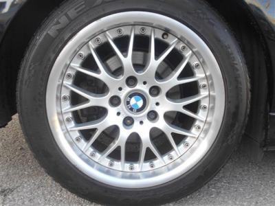 アルミホイールはクロススポーク42が装着されています!リムも深くとてもカッコいいデザインで人気のホイールす。タイヤの溝も残っています!