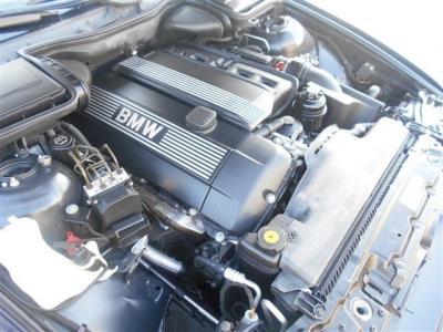 530iに搭載される3.0L直列6気筒DOHCエンジンは、最大で231ps/30.6kg・mを発揮します。レスポンス良く吹け上がるエンジンは、トルクフルな加速と高速域での伸びを満喫できます!