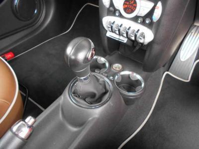 この車両に搭載される6速ATは変速ショックもすくなく、スムーズな加速に貢献しています!★ご購入後のメンテナンスも元BMW正規ディーラーメカニック多数在籍の「つたえファクトリーに」お任せ下さい!