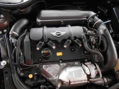 BMW製1.6L直列4気筒ターボエンジン!184PS/240Nm(カタログ値) エンジンルーム内はきれいな状態を保っております!