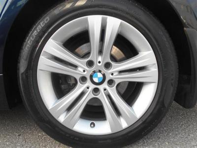 足元には17インチアルミホイール。タイヤの溝も残っているのでこのまま走りだせます!★BMW車検の早期予約特典の詳細「http://wp.me/P8hPUi-xf」まで!