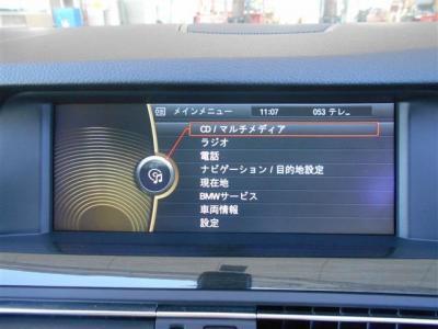操作し易くなった2世代型iDrive、見やすくなった純正HDDナビにはミュージックサーバー機能も搭載されているのでお気に入りの音楽をライブラリに登録できます。さらに、純正地デジも付いているのでテレビ視聴も可!