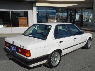 助手席もとても余裕があり、柔らかいシートが体を包んでくれます。スポーツシートと比べるとホールド感は強くありませんが、座り心地はとてもいいですよ!