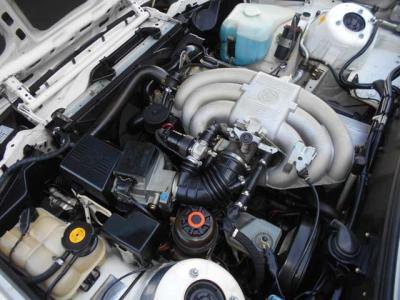 トランクは普段使いで困らないほどの容量を持っています。ボディサイズで見当をつけるときっと驚かされると思いますよ!間口も広くとられているので使い勝手も良しです!