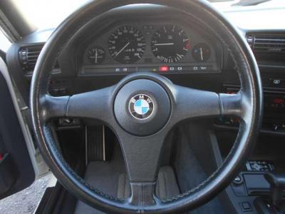 """純正14インチアルミホイール。時代を感じるデザインですがこれが""""味""""というものなのでしょう!タイヤの溝もバッチリです!"""
