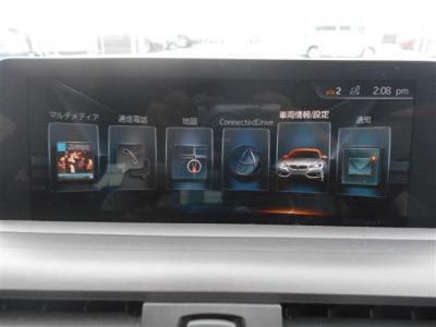 さらに近未来的になったiDrive。大型モニターでとても見やすくなっています。ナビゲーションや、CD/DVDの再生はもちろん、ブルートゥースを使っての通話や車両状態なども確認することが出来ます!