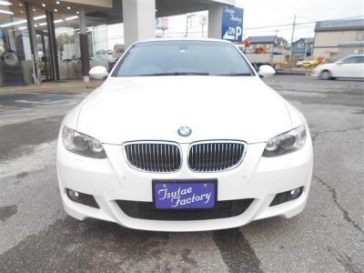 E93型335iカブリオレMスポーツが入庫致しました。カラーは人気のアルピンホワイトです!★ご購入後のメンテナンスも元BMW正規ディーラーメカニック多数在籍の「つたえファクトリーに」お任せ下さい!「http://tsutae