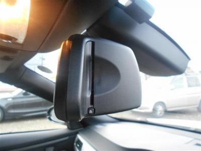 ETC一体型のルームミラーはすっきりと納められ車内のインテリアの雰囲気を崩しません。