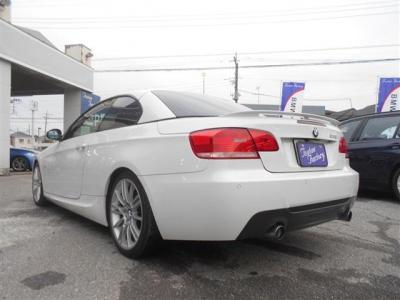 BMWの6気筒エンジンは吹けあがりもよくシルキーシックスと呼ばれています。3リッター6気筒のこの車両もとても綺麗に回りエキゾースト音も最高です!