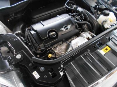 直列4気筒DOHC16バルブターボ1,600ccエンジンを搭載。最高出力 184ps(135kW)/5500rpm、最大トルク 24.5kg・m(240N・m)/1600〜5000rpmを発揮!