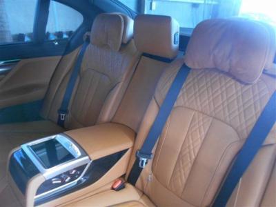 さすがLiです、後席も前席に引けを取らないほどの広さを確保しています。後席でも座面の角度等調節が出来るので後ろに乗ったら気分はVIP!豪華クルージングをお楽しみください!