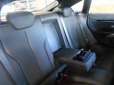 グランクーペの後席は狭いと思われるかもしれませんが、乗車店員5名ということだけあってしっかりとしたスペースが確保されています。★保証についてはこちらをご覧ください「http://wp.me/P8hPUi-Tq」