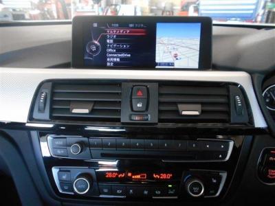 iDriveにはナビだけでなくオーディオ管理、車輌情報のモニタリングなどさまざまな機能が備わっています!地デジもフルセグで視聴可能。エアコンは左右独立で温度設定が可能でボタンもシンプル!