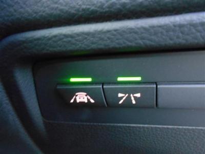 あれば安心インテリジェントセーフティ。車線逸脱警告や衝突軽減機能が備わっており、それぞれ全車の接近警告や車線から外れそうになった時に音やハンドルの振動で知らせてくれるという機能です。