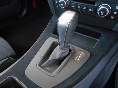 トランスミッションは6速ATを採用。マニュアルモードも付いているので車を操る楽しさを存分に味わえます。★全国納車承ります「http://tsutae-factory.com」