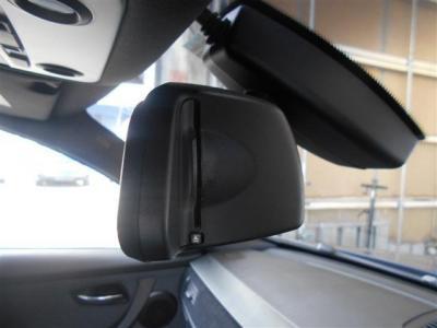 ルームミラーと一体型のETC。車載器をどこに置こうなんて悩まなくていいですよ。違和感なくインストールされています。