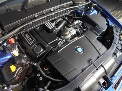 この車両に搭載されている2.0L直列4気筒DOHCエンジンは最大出力156ps/6400rpm、最大トルク20.4kg・m/3600rpmを発揮。レスポンスのいい加速で駆け抜ける歓びを楽しめます。