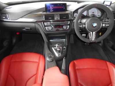 黒を基調とした内装にはカーボンがふんだんに使われており赤いレザーシートとも相まってとてもスポーティな印象を与えます。★各種キャンペーン&ブログ情報配信中!「http://tsutae-factory.com」