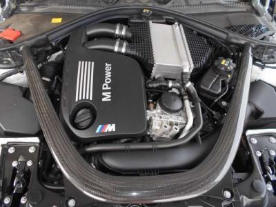 搭載される3L直列6気筒DOHCツインターボのエンジンは、最高出力431ps(317kW)/7300rpm、最大出力56.1kg・m(550N・m)/1850〜5500rpmを発揮!
