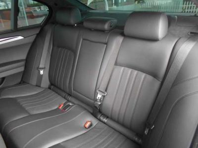 高級感のある後席はさすが5シリーズベースだけあって十分なスペースが確保されています。専用のドリンクホルダーや小物入れまで備わっています。★保証についてはこちらをご覧ください「http://wp.me/P8hPUi-Tq」