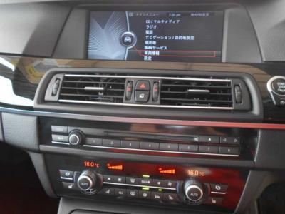 ナビは従来のiDriveaを採用。大型で見やすい画面ではナビゲーションはもちろん、オーディオや車両情報まで見ることが可能。★全国納車承ります「http://tsutae-factory.com」