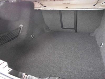 トランク容量は5シリーズセダンと変わらない520Lを確保しております。同じく後席も前方へ倒すことが出来るので長物なども積むことが出来ます。これだけの容量があれば困ることは少ないでしょう。