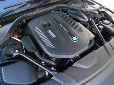 3,000cc直列6気筒DOHCターボエンジンは最大出力326ps(240kW)/5500rpm、最大トルク45.9kg・m(450N・m)/1380〜5000rpmを発揮!