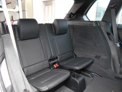 このモデルイチ押しといっても過言ではないオプションサードシートを装備。乗車定員が7人となり、家族、友人と、1台で遊びに行くことが出来ますよ。 サードシートはフラットにすることが出来ます。