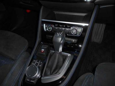 8速ATはとても滑らかなに変速し、BMWらしい軽快さが前面に打ち出されたパフォーマンスはまさに駆け抜ける歓び!3種の走行モードが選べる「ドライビング・パフォーマンス・コントロール」も装備されています。