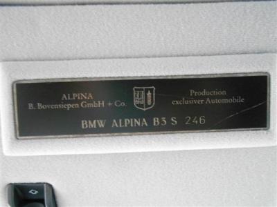 年間生産台数を制限して職人の手により丹精込めて仕上げられたアルピナの証となるシリアルナンバープレート!!アルピナは1台に対し一人の職人が全工程を担当するんです!!
