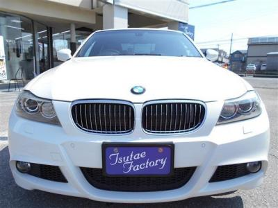 E90型 335i Mスポーツが入庫致しました!人気のアルピンホワイトです。★ご購入後のメンテナンスも元BMW正規ディーラーメカニック多数在籍の「つたえファクトリーに」お任せ下さい!「http://tsutae-factory.com」