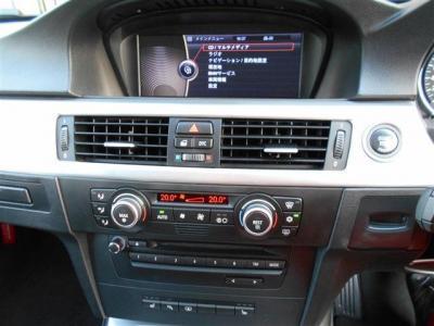 コントロールパネルではナビはもちろんオーディオやAC操作、車両情報も確認出来、エアコンは左右独立でそれぞれ調節が可能です。8.8インチワイドモニターは見やすくなりミュージックサーバーも付いています。