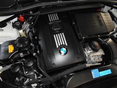 搭載される3.0L直列6気筒DOHCツインターボエンジンは、最大で306ps/5800rpm、40.8kg・m/1300〜5000rpmのハイパワー&ハイトルクを発揮!どんなシーンでも余裕のある走りを見せてくれます。