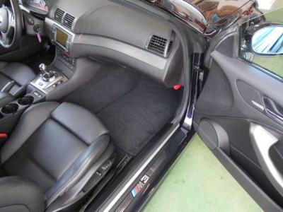 使用感の少ないパッセンジャーシートは足元ゆったりで運転席同様レザーでパワーシート。シートヒーターも装備されており快適でゆったりロングドライブでも同乗者の方を疲れさせません!
