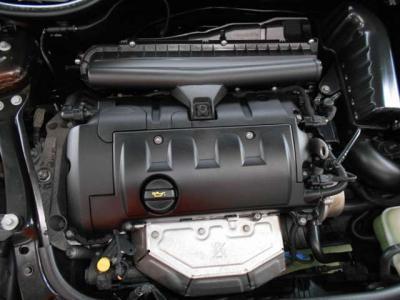 BMW製1.6L直列4気筒エンジン! 馬力120ps(88kW)/6000rpm トルク16.3kg・m(160N・m)/4250rpm を発生。エンジンルーム内はきれいな状態を保っております!
