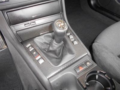 この車の最大のアピールポイントである5MT!! 330iの5MTモデルは超希少!!E46型トップモデルの330iを5MTで操る楽しさは言うまでも無く「駆け抜ける歓び」そのものでしょう!!