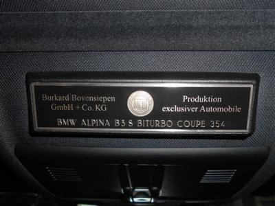 アルピナは超精密な加工、組立を熟練したマイスターが一台一台作り上げるフル・オーダーシステムをとっているためそれぞれ一台一台に、通し番号がふられている特別な車両です。