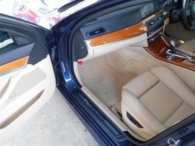 更に余裕のある助手席にも運転席同様の電動シートが装備され、前席には女性に嬉しいシートヒーターも装備。シートヒーターは冬には必須機能です!