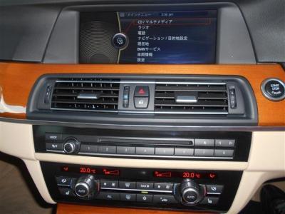 操作し易くなったiDriveは、見やすくなった純正HDDナビに、ミュージックサーバー機能も搭載されているのでお気に入りの音楽をライブラリに登録できます。さらに、純正地デジ付きでテレビ視聴も可能です!