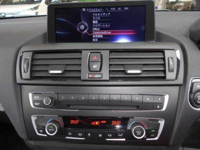 iDriveはナビゲーション、DVD視聴、オーディオ操作、車両状態を見たりと、とても便利で、まるで頭脳!エアコンは左右独立で温度設定が可能で同乗者への配慮も忘れません!