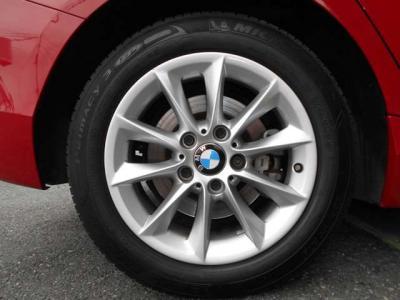 可愛らしいデザインを引き締める足元には16インチアルミホイールを履きこなし、組み合わされるタイヤはミシュランの2019年モデル!! 安心してドライブにお出かけください。