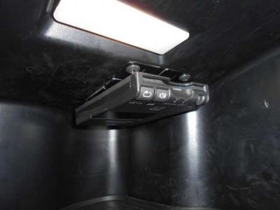 グローブボックスの中にETCを装備。 上部に取り付けられているのでスペースを確保しながら盗難防止にもなります。