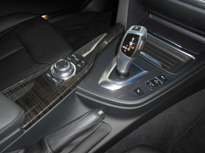 新開発のステップトロニック機能付き8ATにはパフォーマンスモードとして「ECO PRO」モードが加わり、総合的に燃料消費量を制御し低燃費に貢献しながらとてもスムーズな走りを体感できます。