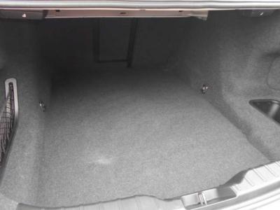 トランクルームもとても広々としており、セダンならではの奥行きがあるトランクは量を気にせず積み込み出来ます。 リアシートは倒すことが出来るので大きいサイズの荷物も簡単に積み込み出来ます。