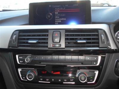 iDriveにはナビだけでなく、CD/DVD、ミュージックサーバー機能、車輌情報のモニタリング等様々な機能が備わっていて地デジもフルセグで視聴可能です。オートエアコンは左右独立で温度調整可能になっています。